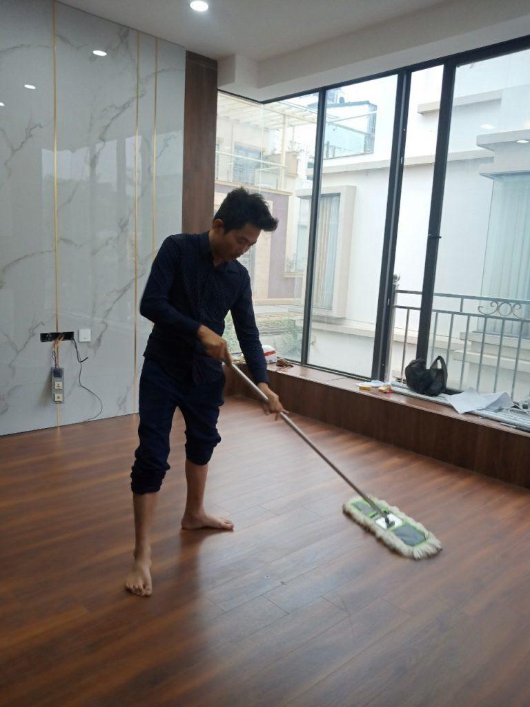 Sàn gỗ, điều hòa các phòng, thiết bị vệ sinh các phòng , nội thất các phòng